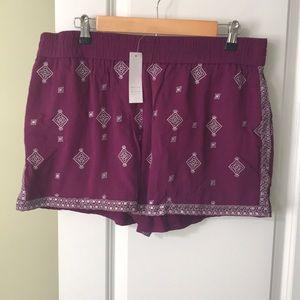 NWT White House Black Market shorts SZ 14